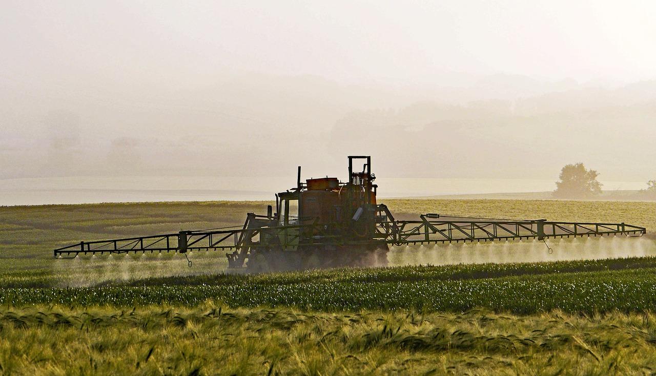 """Pesticides : quelle est la """"bonne distance"""" d'épandage? Donnez votre avis!"""