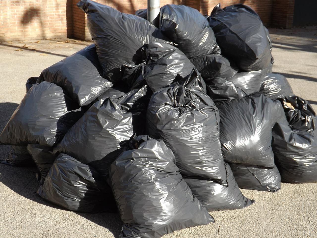 Plastiques noirs & polluants