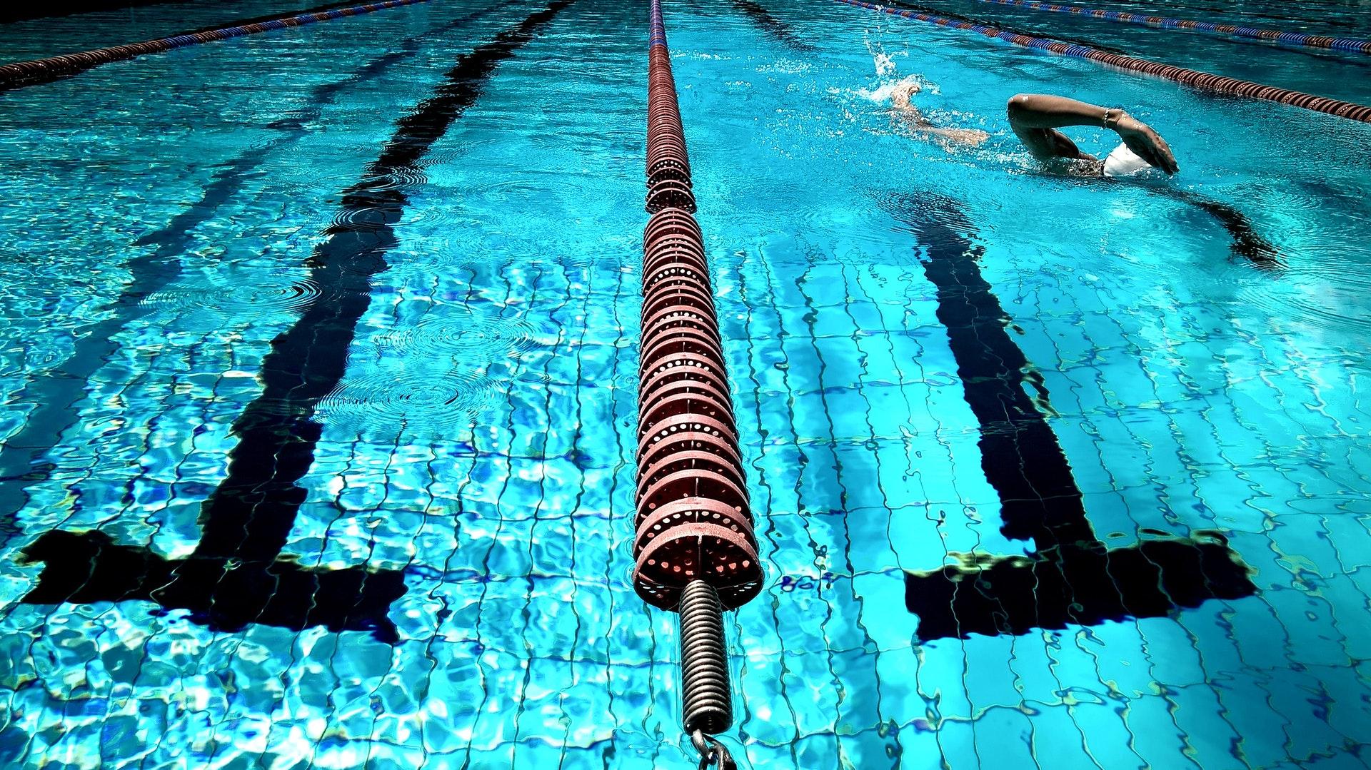 Usage du chlore dans les piscines: un rôle dans l'asthme et les malformations génitales de l'appareil masculin?