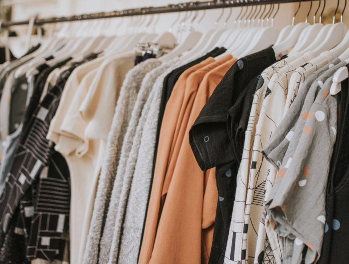"""""""La mode dans tous ses états"""" – une infographie interactive sur les impacts environnementaux et sociaux liés à la mode"""